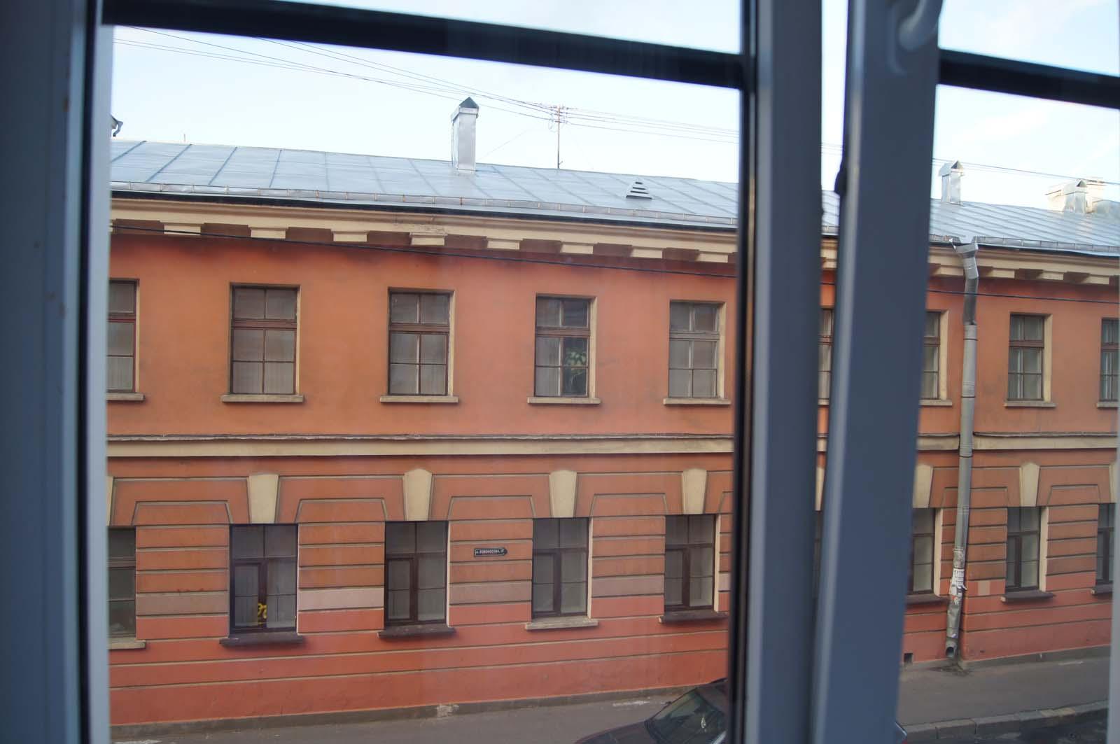 Вид из окна. Номера на Садовой