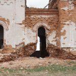 Заброшенный храм. Вид справа