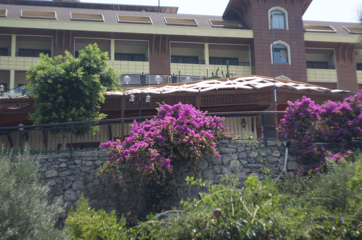 Цветущий корпус. Отель Utopia World. Турция.