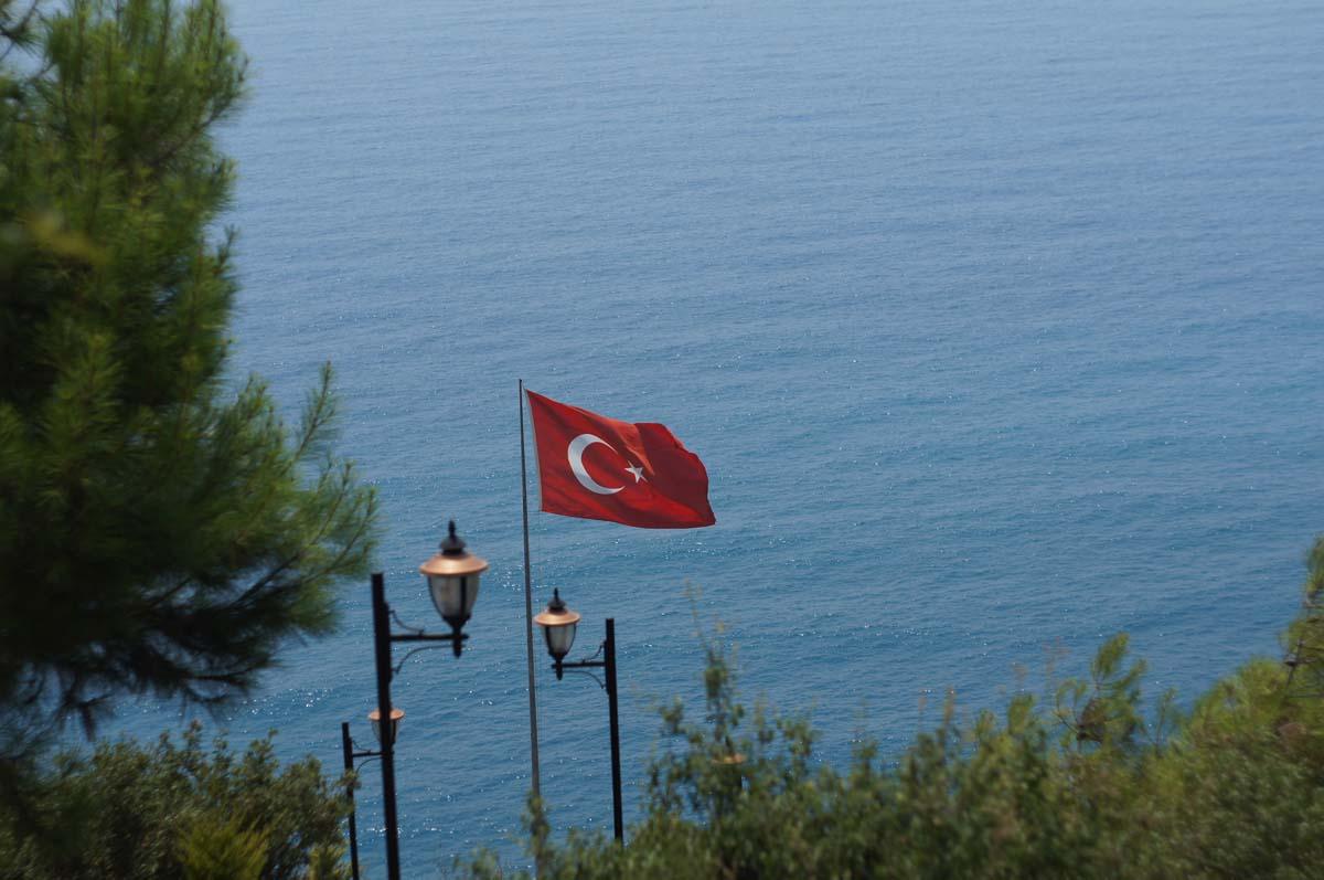 Флаг. Отель Utopia World. Турция.