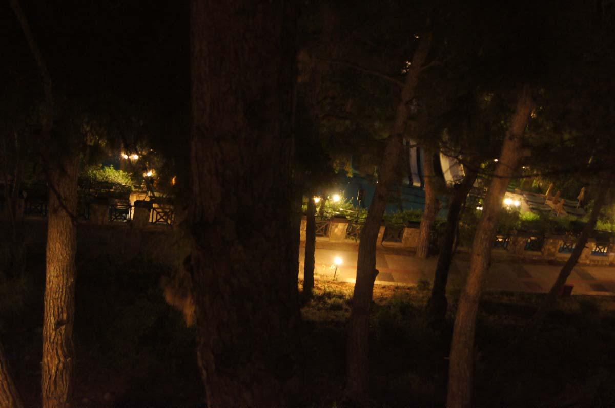 Дорожка ночью. Отель Utopia World Турция.