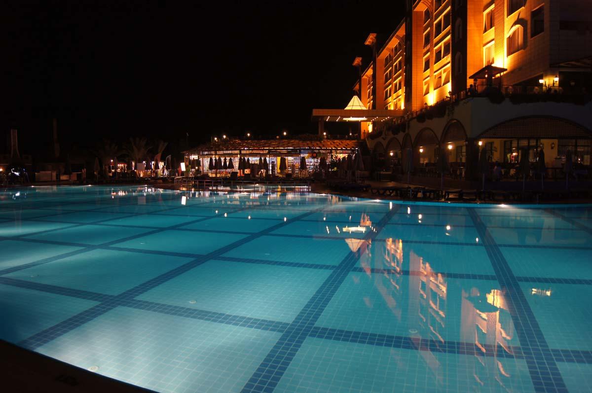 Ночной бассейн. Отель Utopia World Турция.