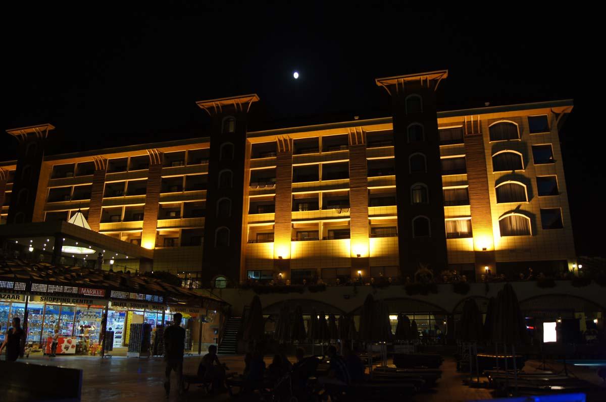 Луна. Отель Utopia World Турция.