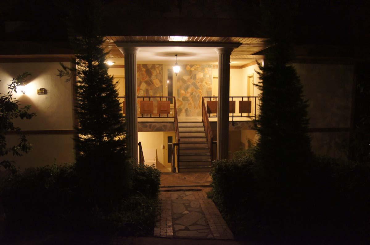 Ночь. Вход на виллу. Отель Utopia World Турция.