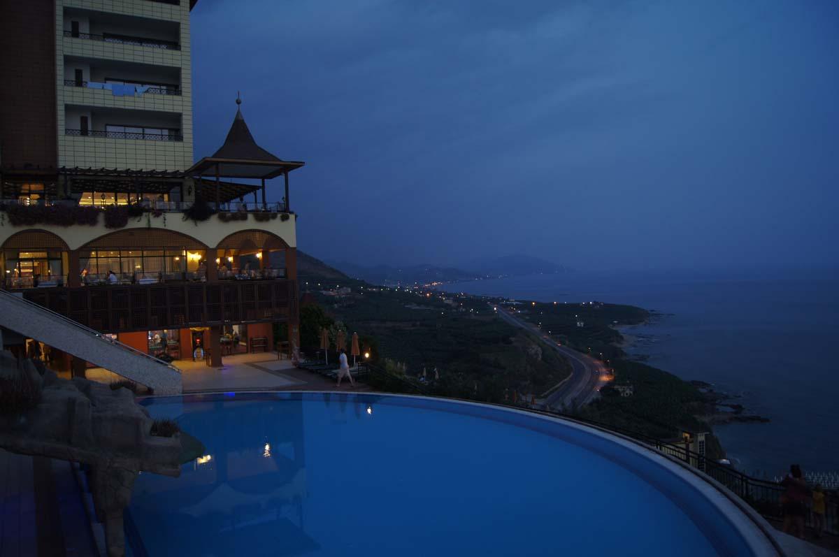 Над морем. Отель Utopia World Турция.