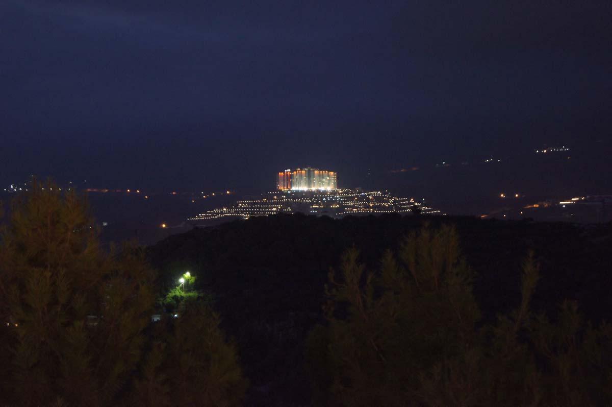 Ночная подсветка. Отель Utopia World Турция.