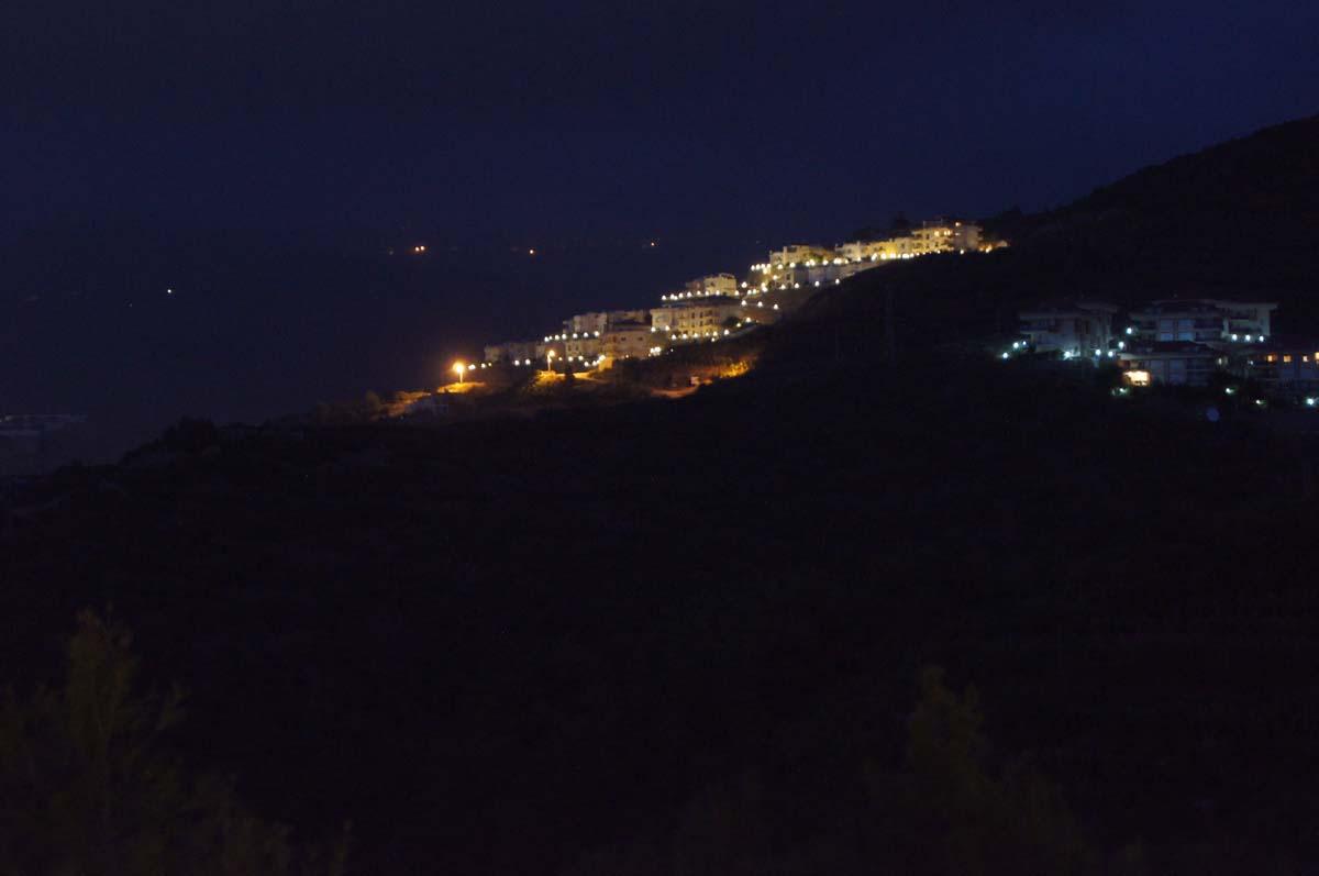 Ночью на горе. Отель Utopia World Турция.