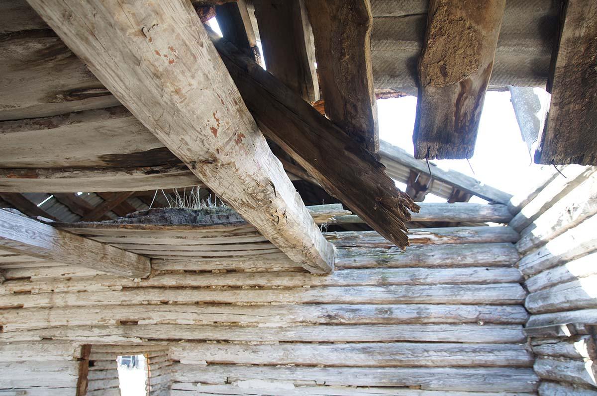 Крыша и потолок. Колхозные постройки. Заброшка СССР.