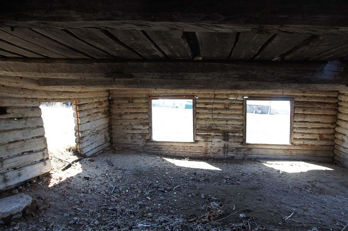 Свет в окнах. Колхозные постройки. Заброшка СССР.