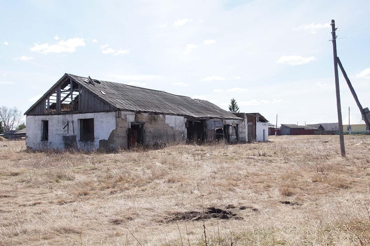 Второе здание. Колхозные постройки. Заброшка СССР.