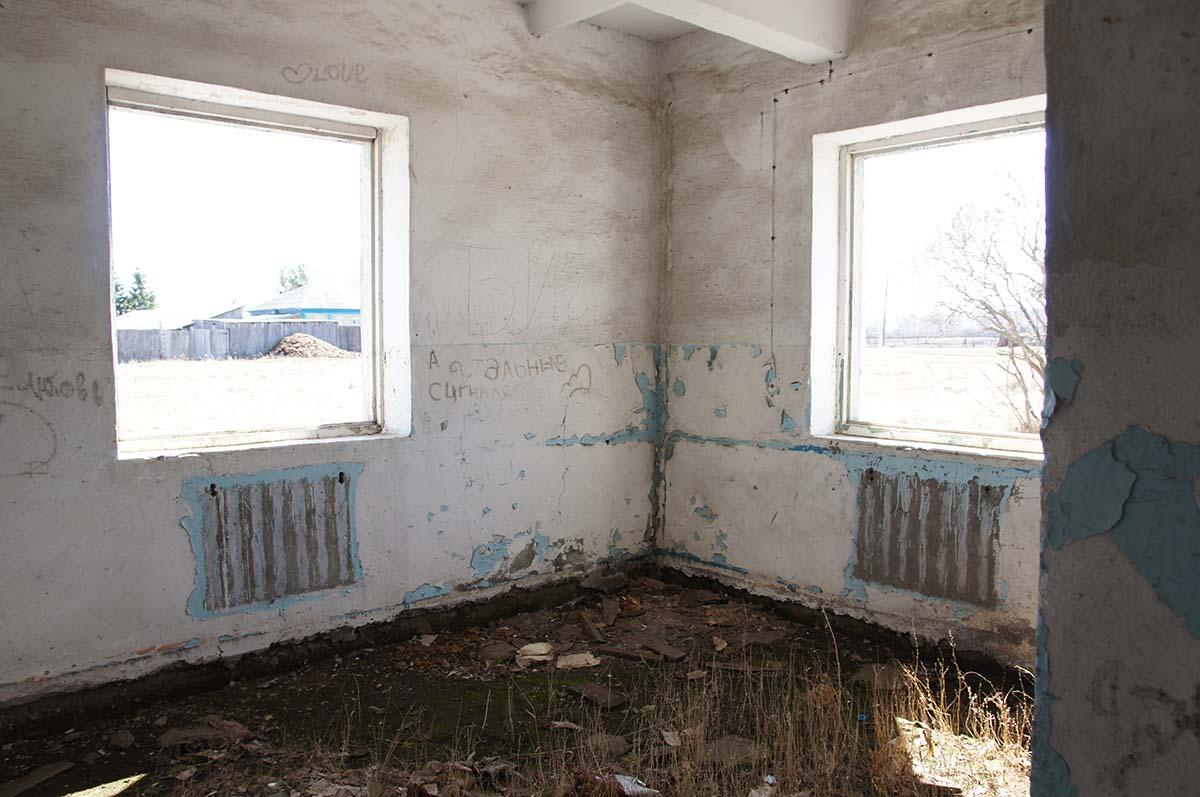 Вид из окон. Колхозные постройки. Заброшка СССР.