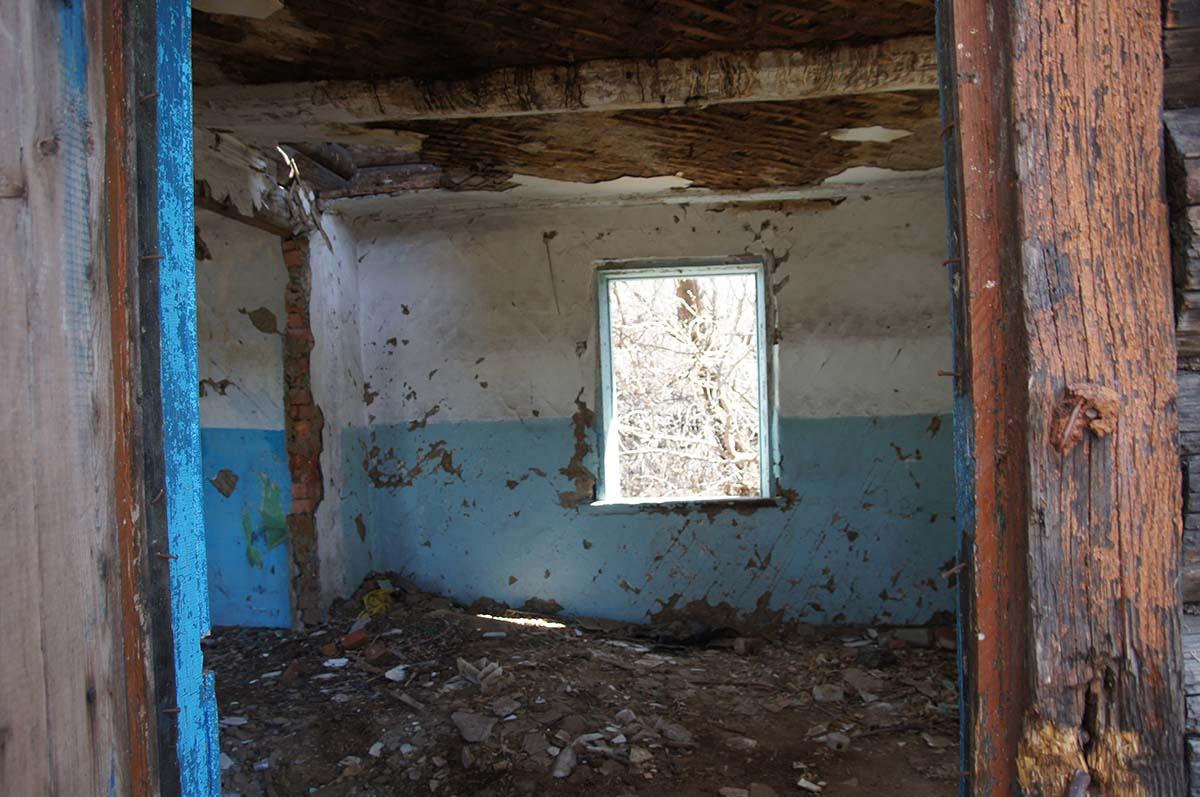 Основное помещение в конторе. Заброшка СССР, Тюменская область.