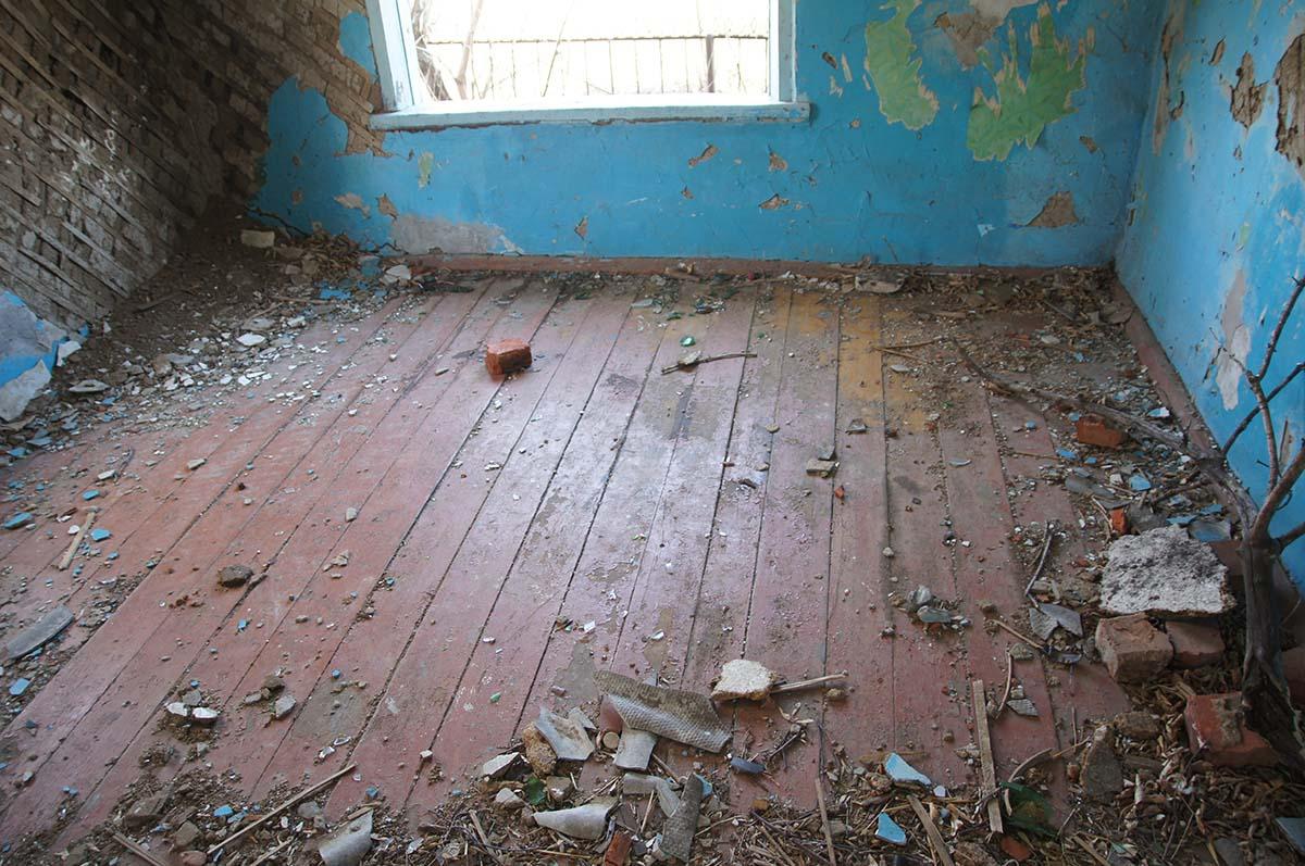 Деревянный пол в конторе. Заброшка СССР, Тюменская область