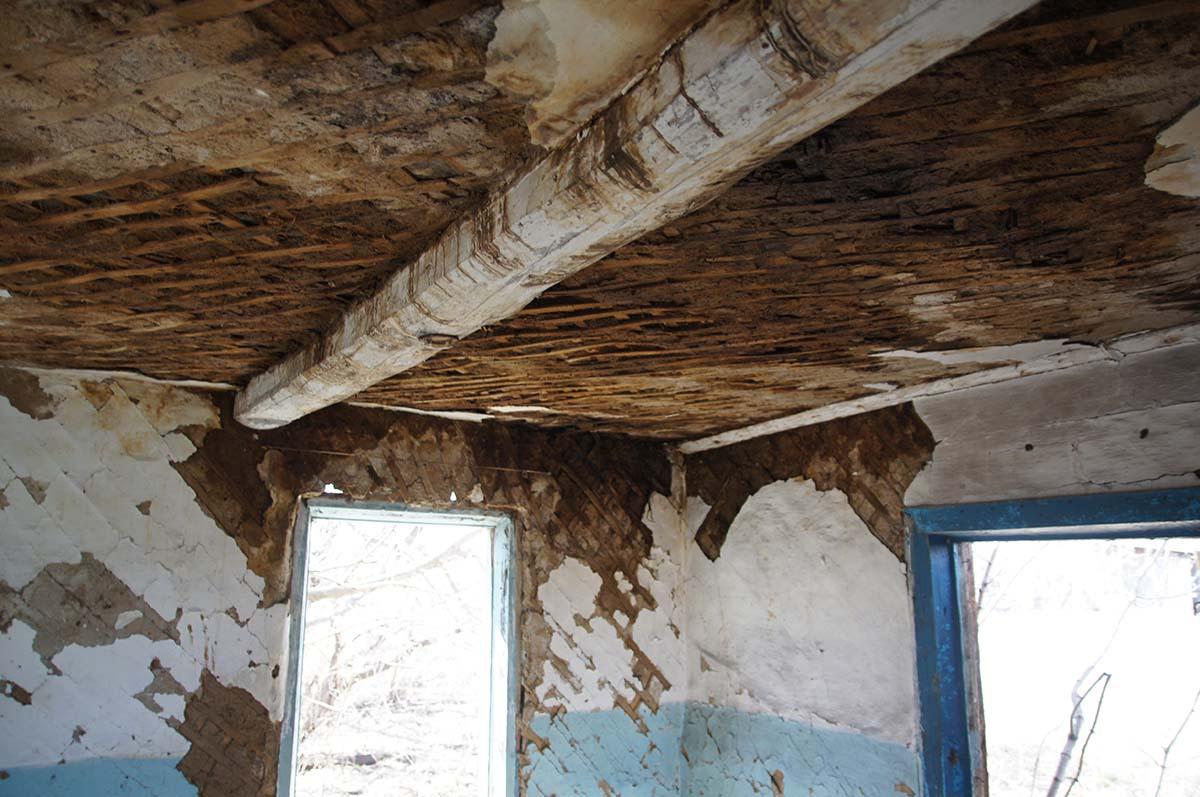 Потолок в конторе. Заброшка СССР, Тюменская область