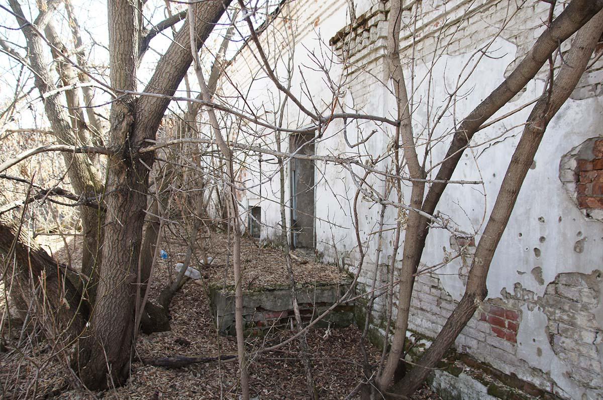 Снаружи склада, заброшка, Тюменская область