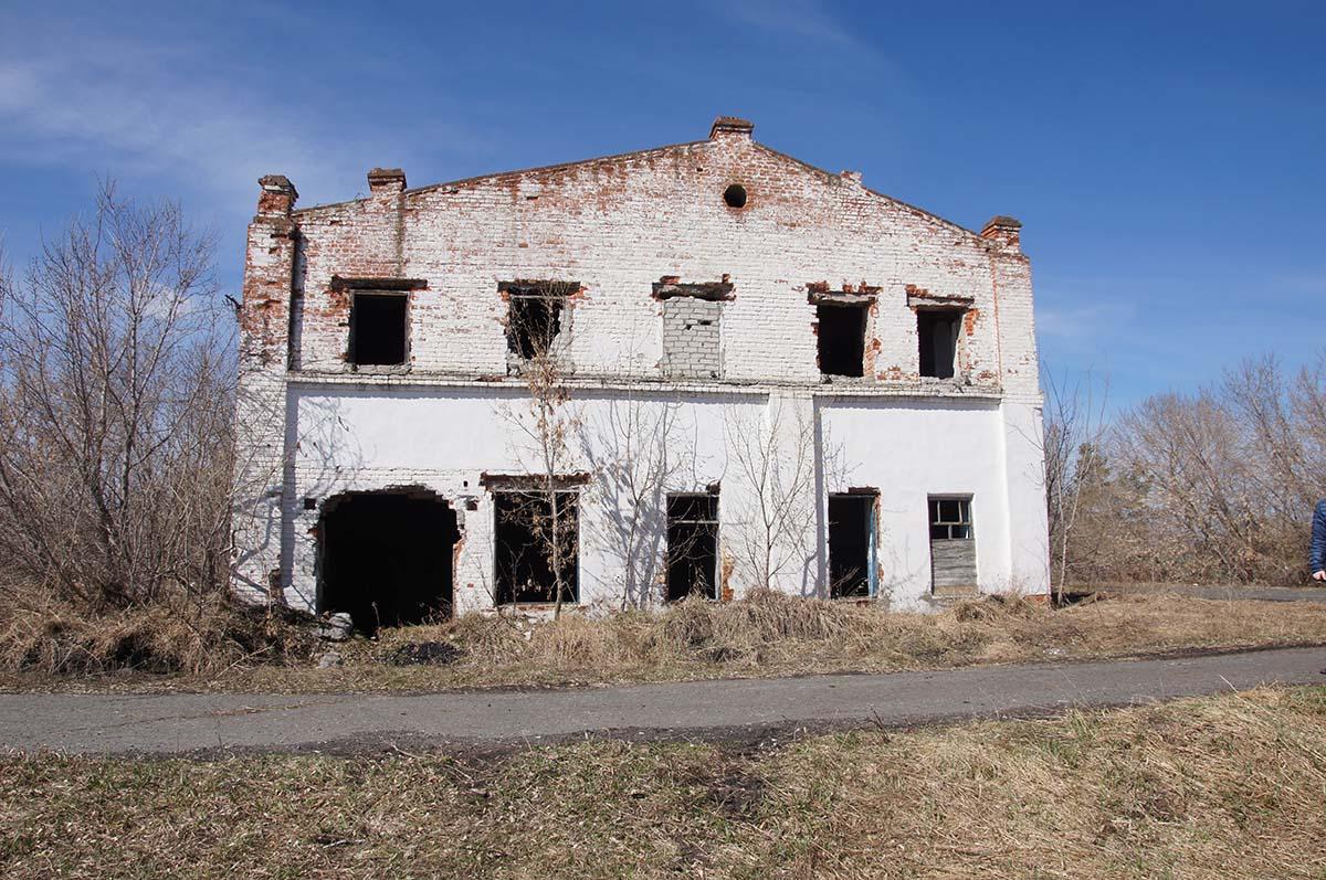 Здание снаружи, заброшка, Тюменская область