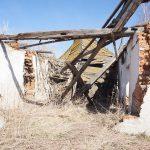 Разрушенное здание, гараж