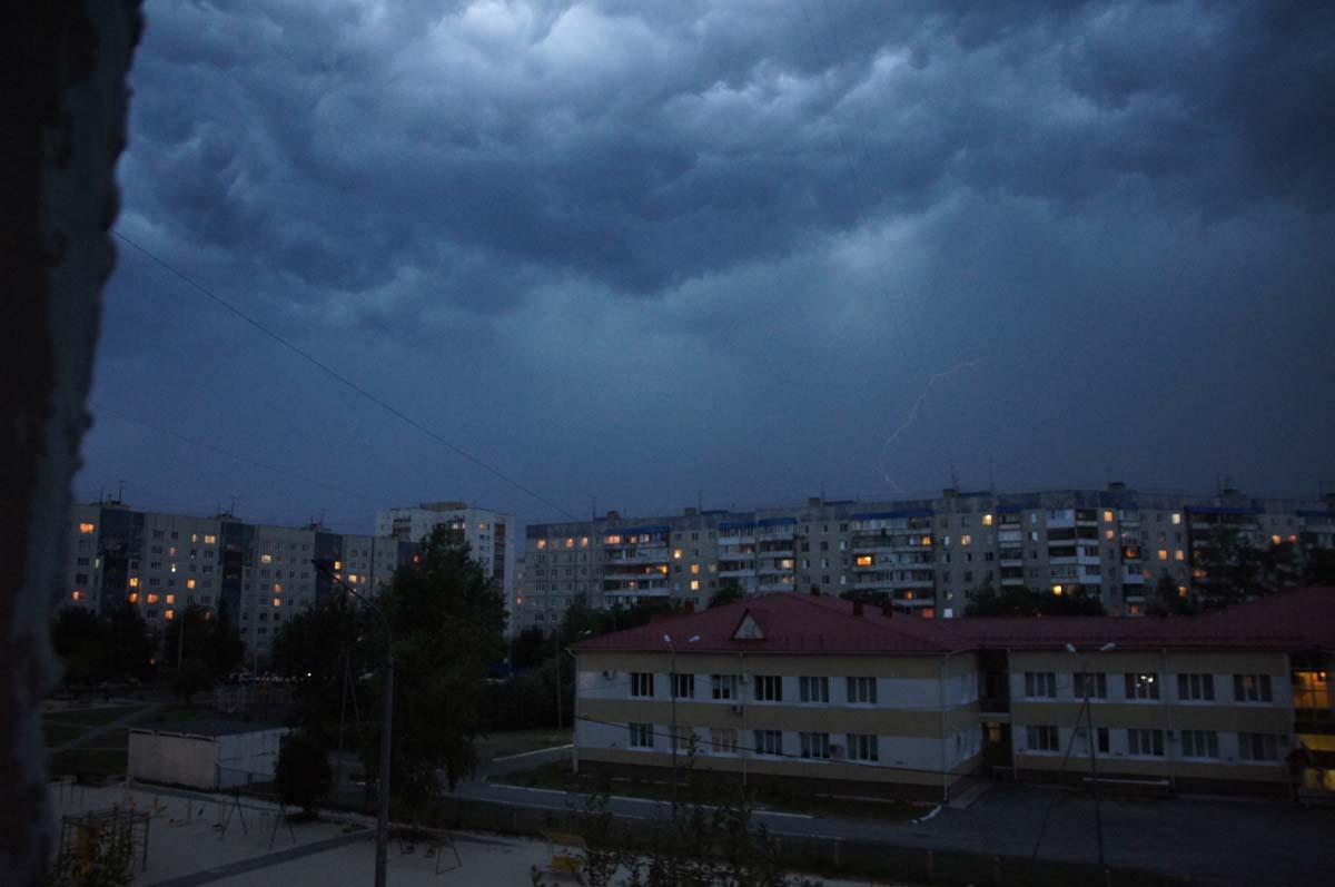 Электрическая нить. Фото Игоря Чувакина