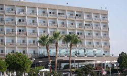 Фасад отеля. Отель Crowne Plaza. Limassol.