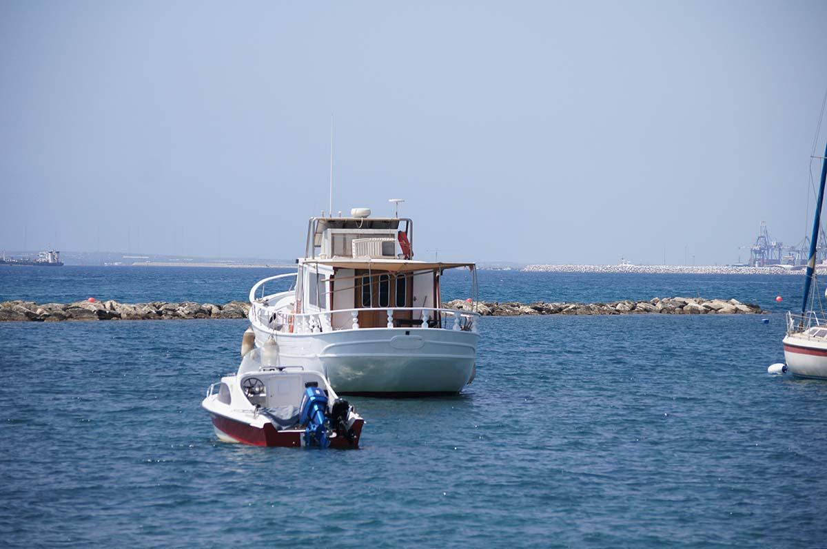 Яхточка. Отель Crowne Plaza. Limassol.