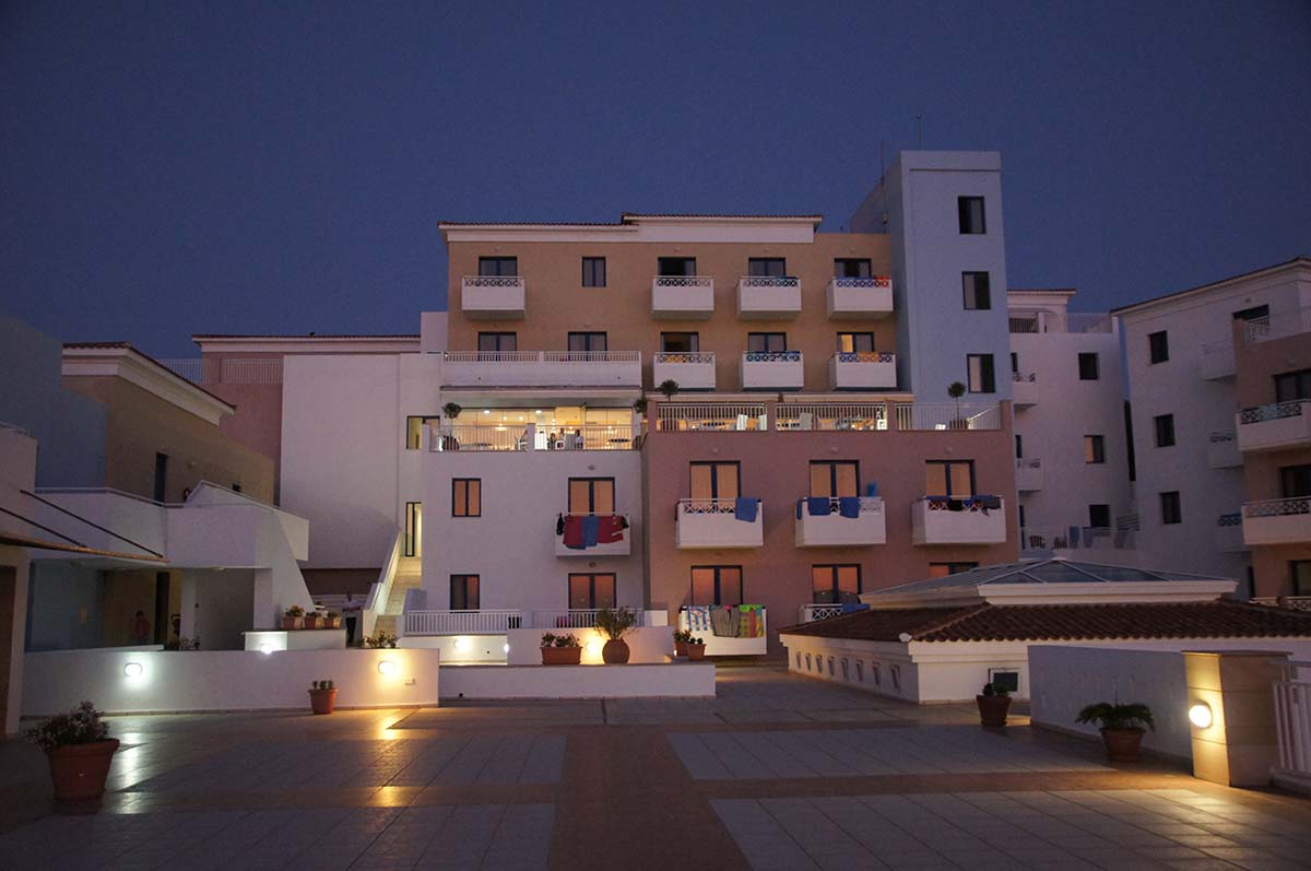 St. George ночью. Отель St. George. Paphos.