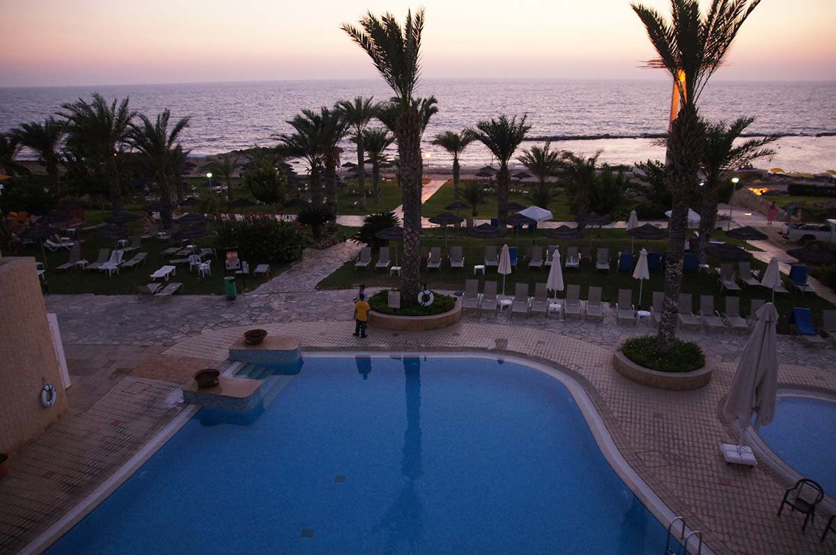 Бассейн с пальмами. Отель St. George. Paphos.