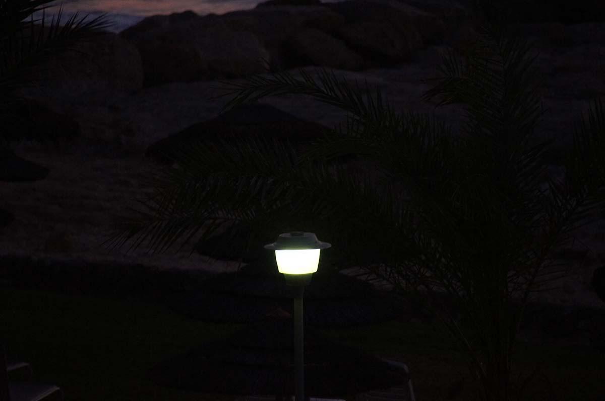 Фонарь ночью. Отель St. George. Paphos.