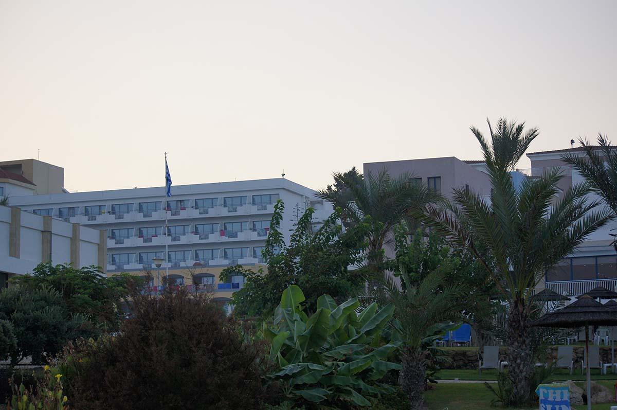 St. George снаружи. Отель St. George. Paphos.