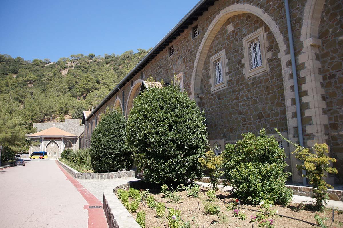 Киккос. У входа, Кипр, Киккос, Cyprus, Panagia tou Kykkou