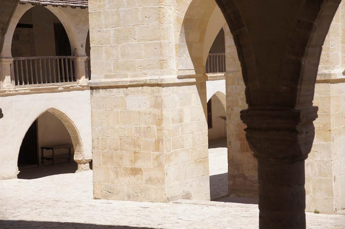 Проход сквозь арки, Кипр, Киккос, Cyprus, Panagia tou Kykkou