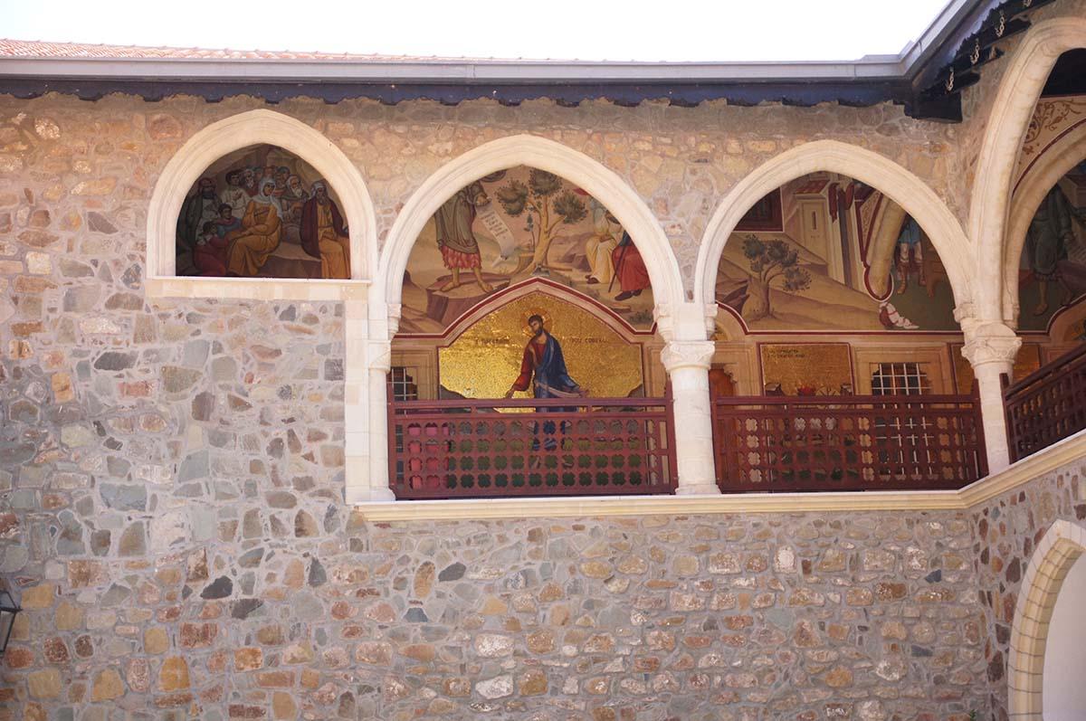 Иконы во внутреннем дворе, Кипр, Киккос, Cyprus, Panagia tou Kykkou