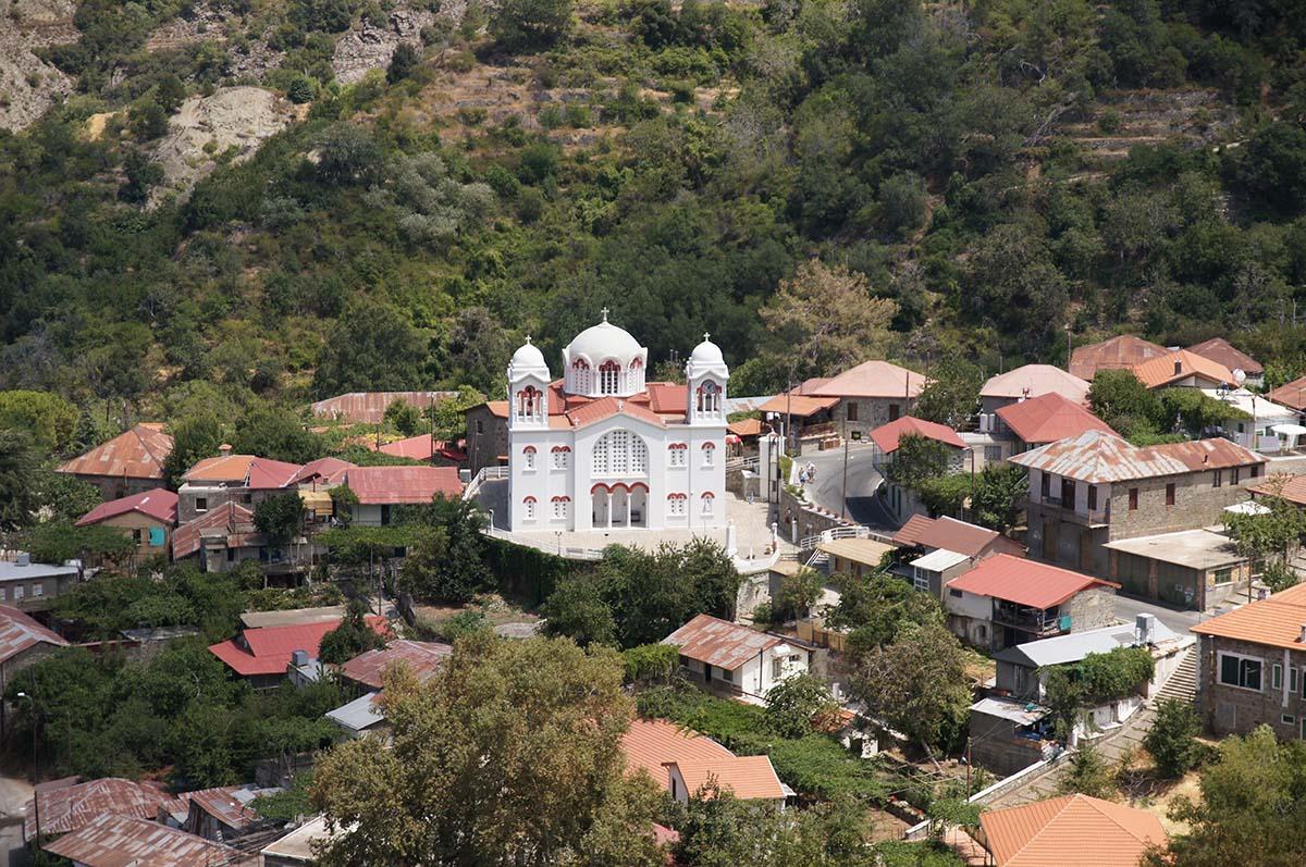 Белый храм, по дороге в Киккос, Кипр, Киккос, Cyprus, Panagia tou Kykkou