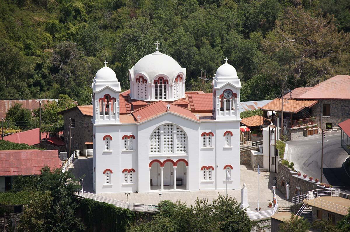 Белый храм крупным планом, Кипр, Киккос, Cyprus, Panagia tou Kykkou